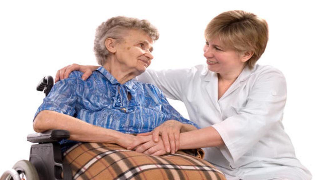 cuidador-residencia-anciano